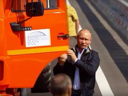 Владимир Путин нарушил ряд ПДД за рулем большегруза