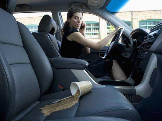 Без автохимии и пылесоса: самый дешевый способ очистить салон авто от грязи